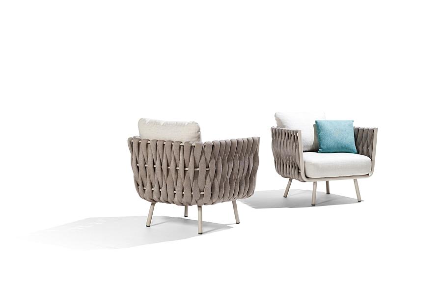Плетенное кресло с разных ракурсов