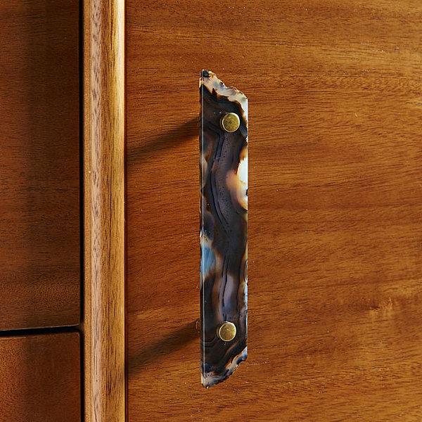 Дверная ручка шкафа