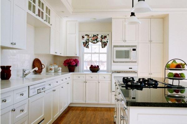 Белоснежная кухонная зона