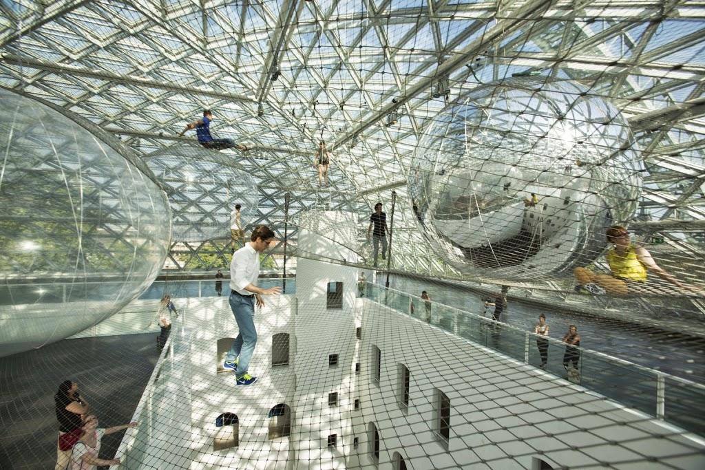 Прекрасная инсталляция - На орбите Tomas Saraceno в музее Kunstsammlung, Düsseldorf