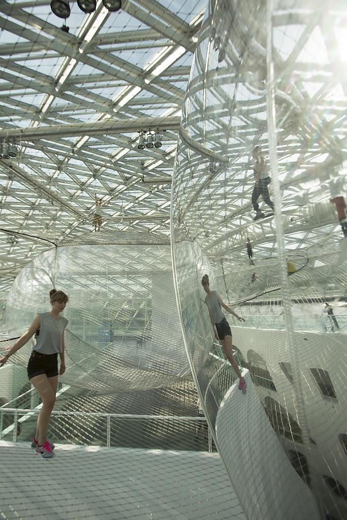 Головокружительная инсталляция - На орбите Tomas Saraceno в музее Kunstsammlung, Düsseldorf