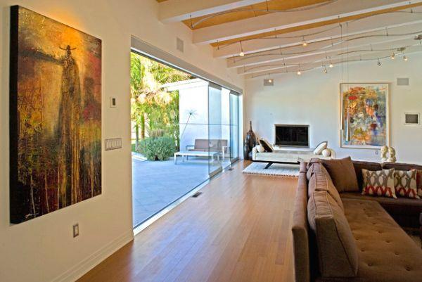 Красивые подвесные лампы в интерьере помещения