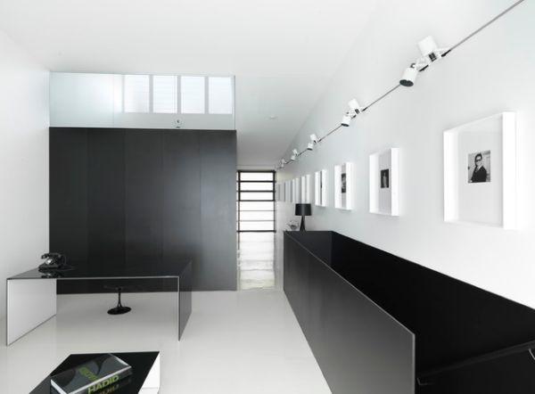 Чудесные подвесные лампы в интерьере помещения