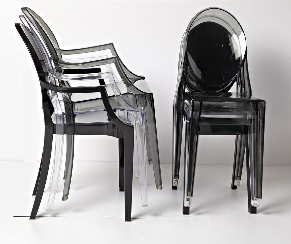 Современные прозрачные стулья в интерьере