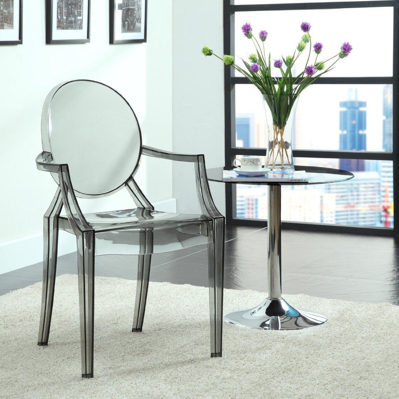Изысканные прозрачные стулья в интерьере