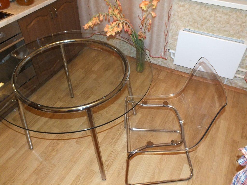 Удивительные прозрачные стулья в интерьере