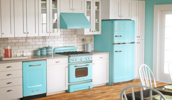 Интерьер кухни в бело-голубых тонах