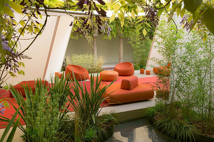 Оранжевый диван, софа, кресла с и пуфики на террасе