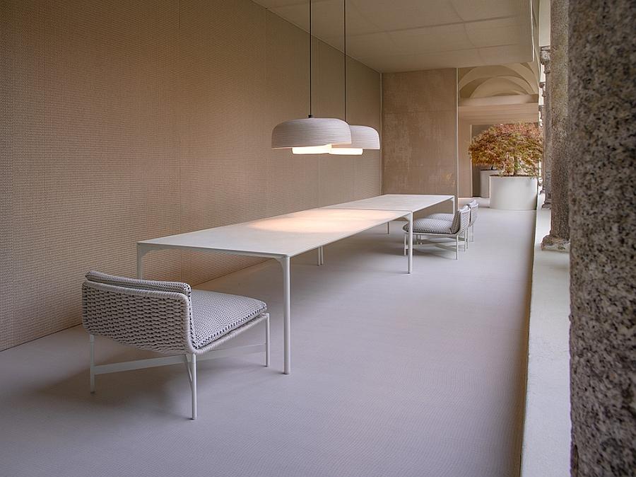 Незабываемые кресла, столы и светильники на террасе