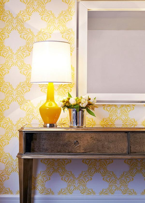 Желтая лампа в дизайне интерьера