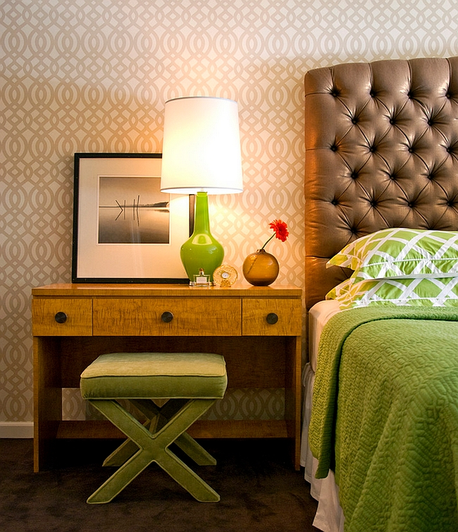 Зеленая настольная лампа в дизайне интерьера