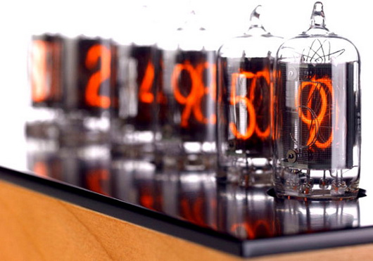 Touching steampunk: reloj retro Nixie en estilo industrial para personas creativas