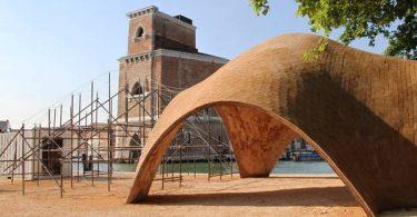 Венецианская арка, представленная на архитектурном биеннале