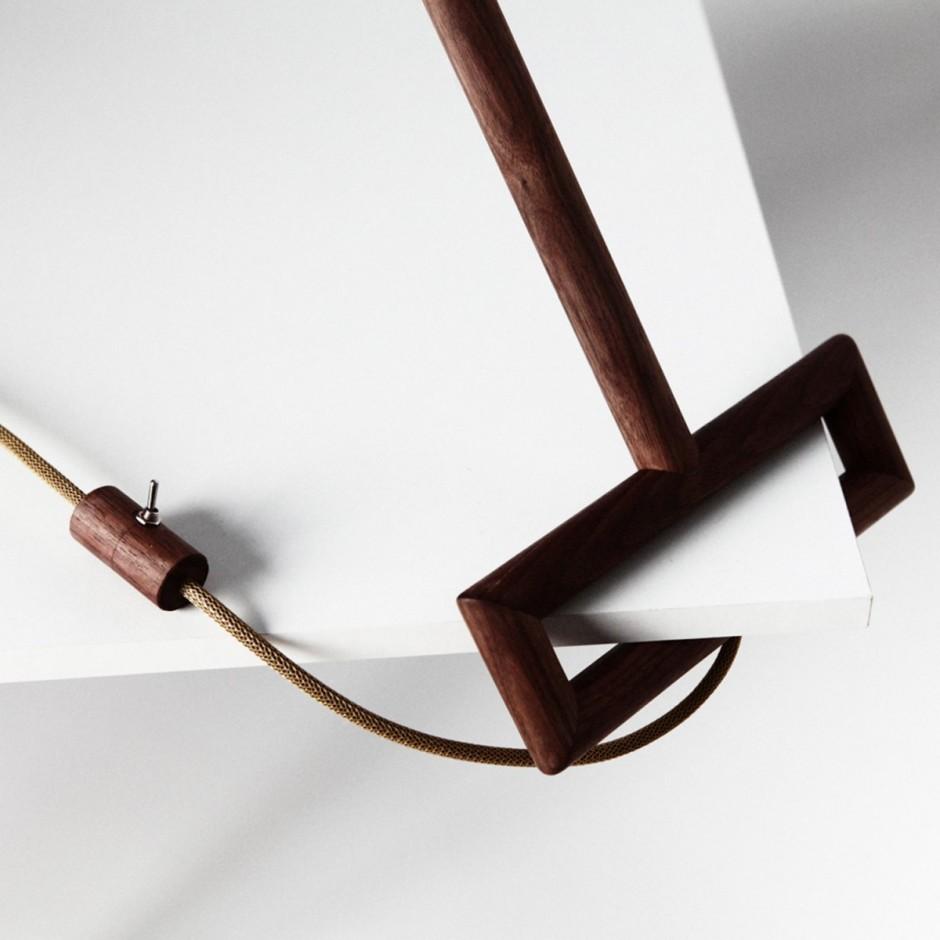 Поразительная угловая лампа от Ярослава Мисонжникова