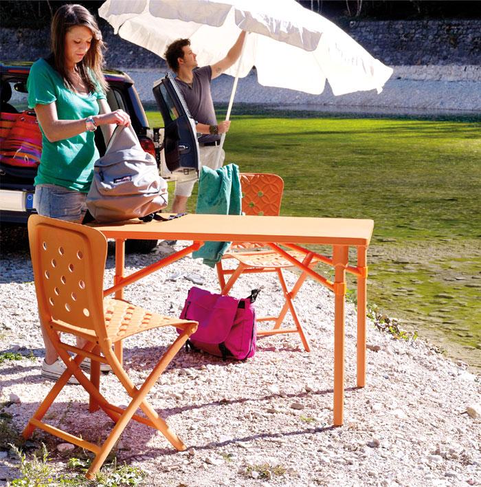 Уличная деревянная мебель для дачи в оранжевом цвете