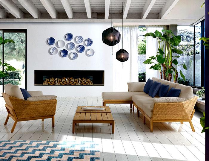 Уличная садовая мебель: светлые большие диваны