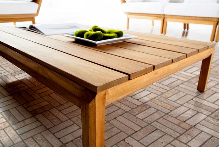 Уличная садовая мебель: деревянный журнальный столик