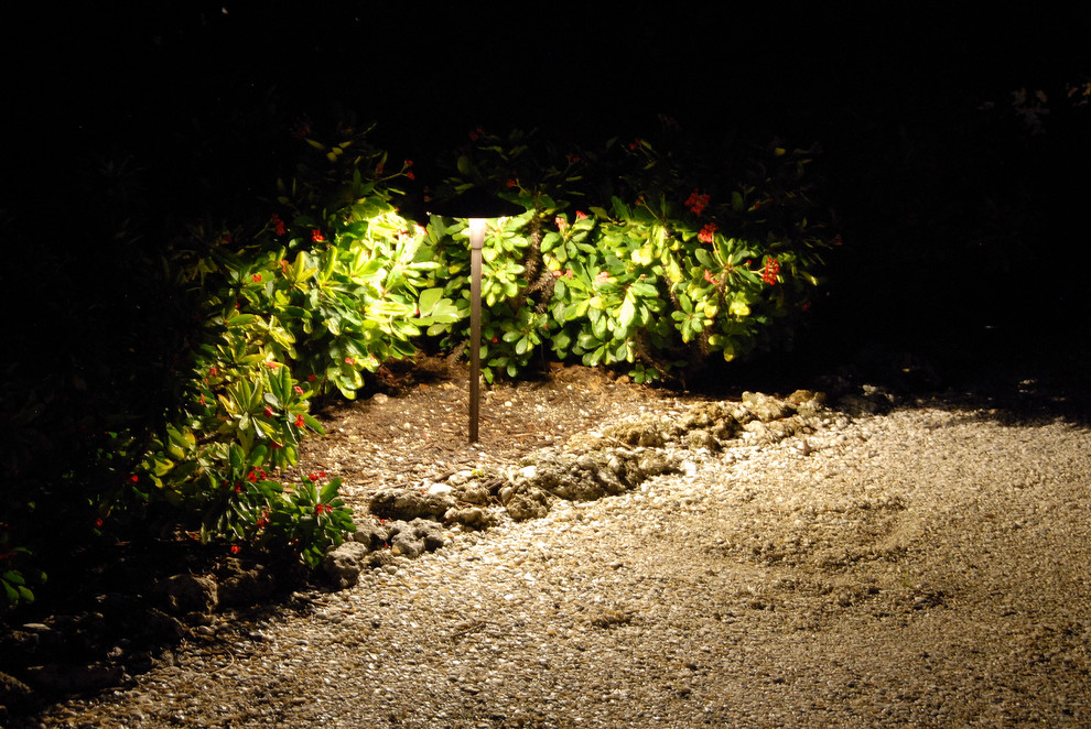 Солнечный фонарик в саду