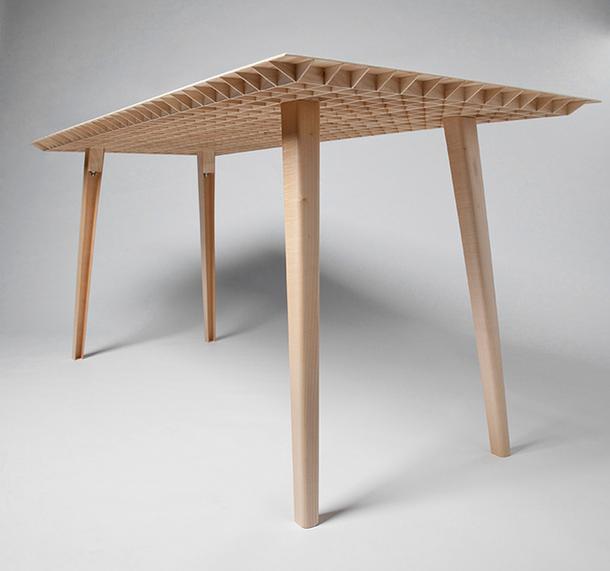 Невероятно стол, с полыми ножками