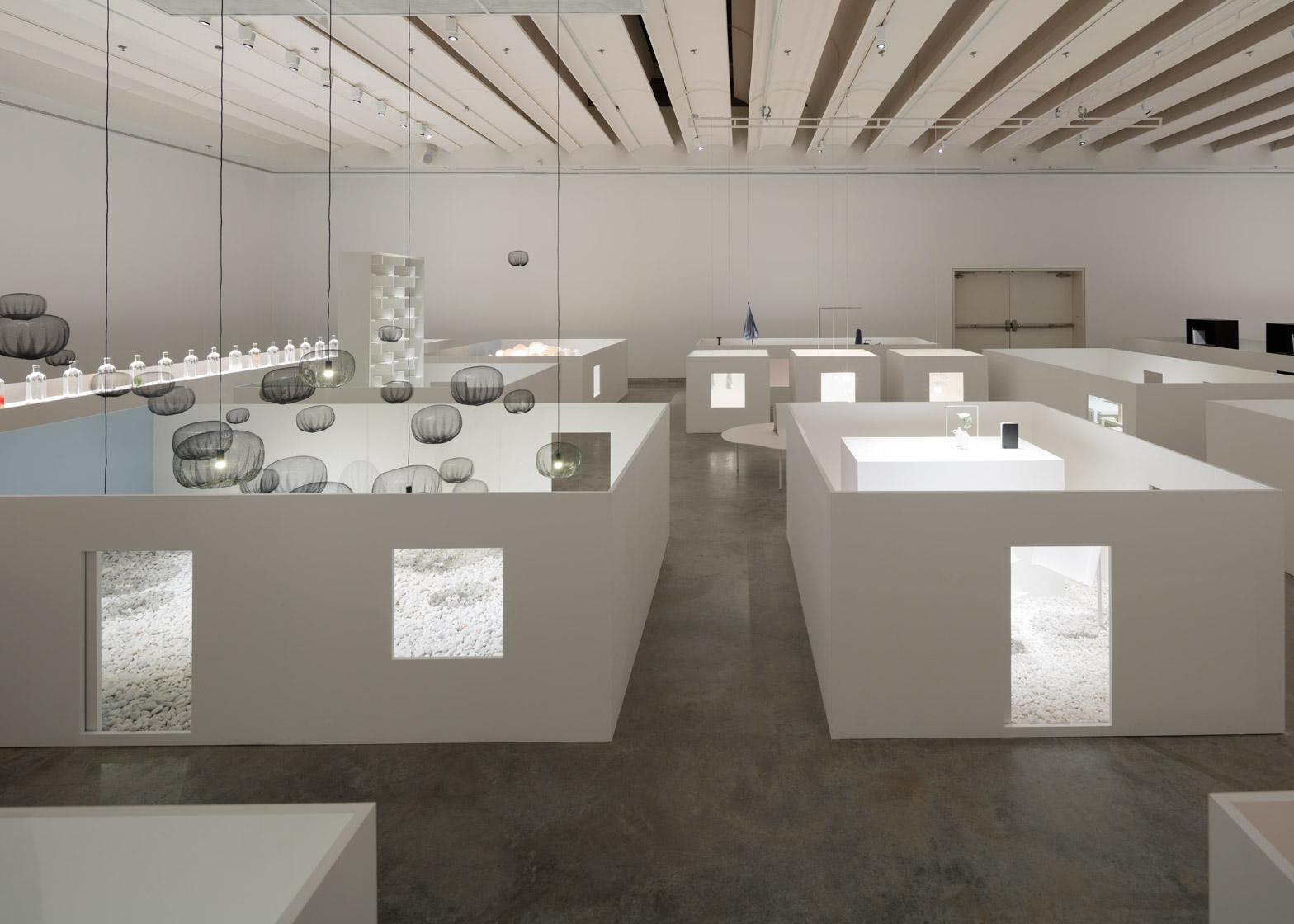 Уникальная выставка мебели в белом цвете - Фото 4