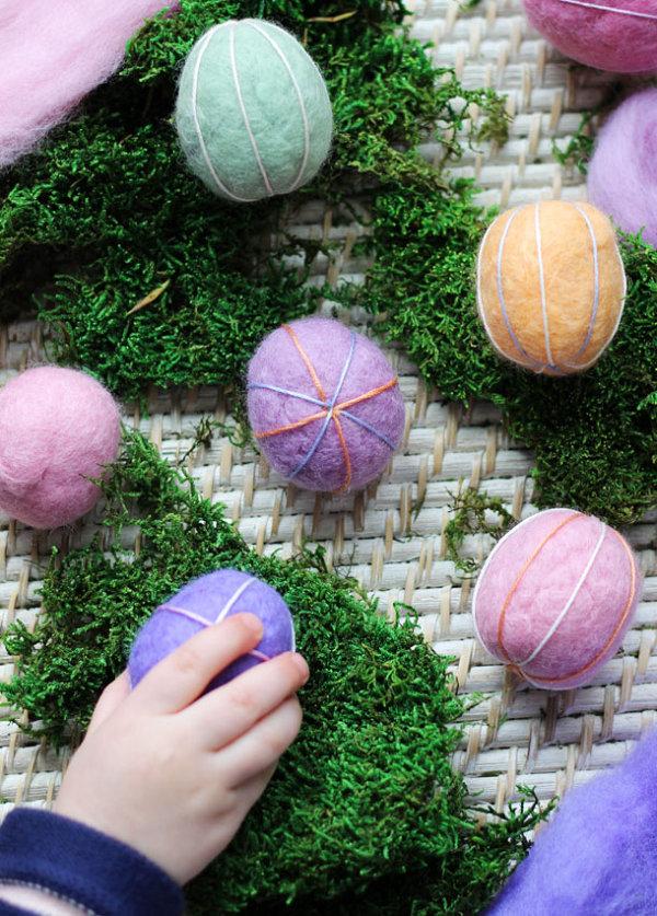 Клубки из шерсти в форме пасхального яйца