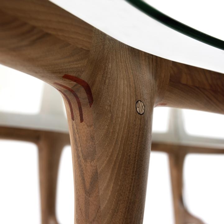 Фигурная ножка стула из коллекции Organic