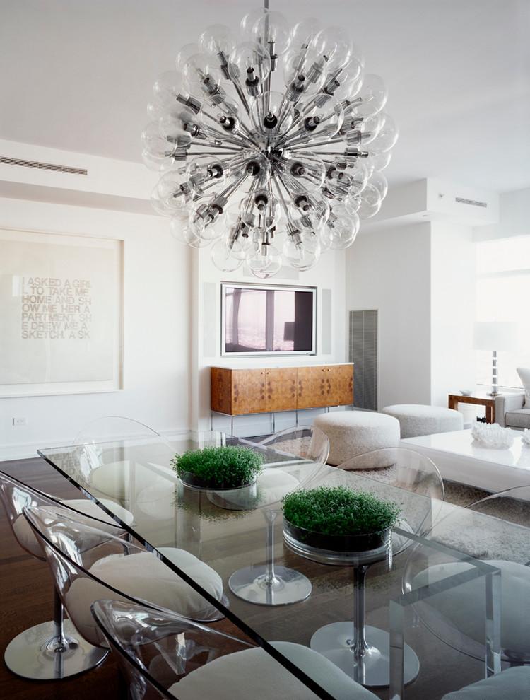 Прозрачный стол и стулья из коллекции мебели от Milo Baughman