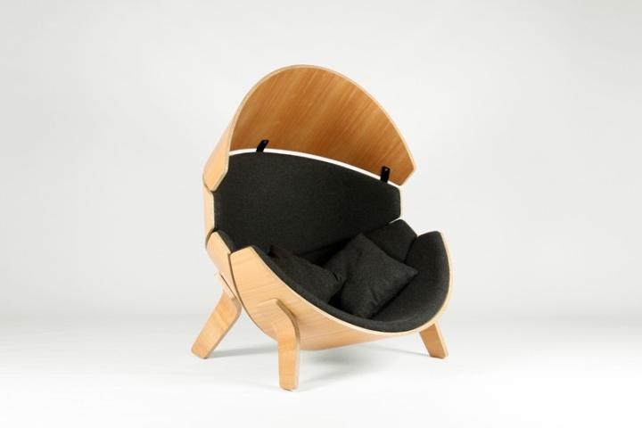 Подушки в кресле Hideaway от Think & Shift