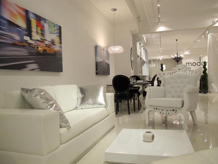 Белое кресло Royal от Modani в интерьере гостиной