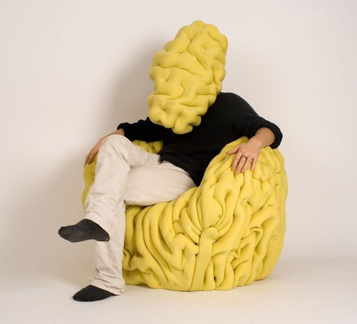 Красивое мягкое кожаное кресло «Ondule» от Матисса Эно