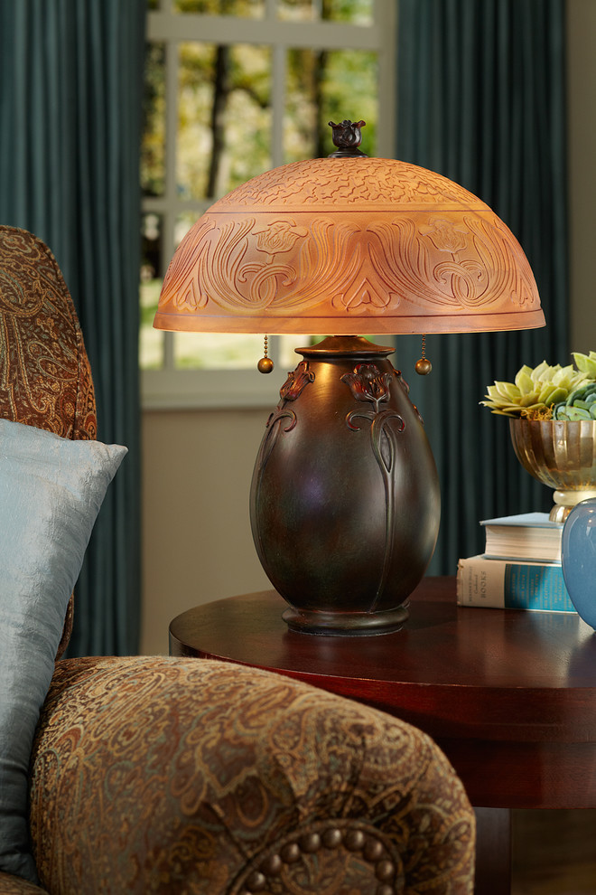 Настольная лампа в стиле ар-нуво