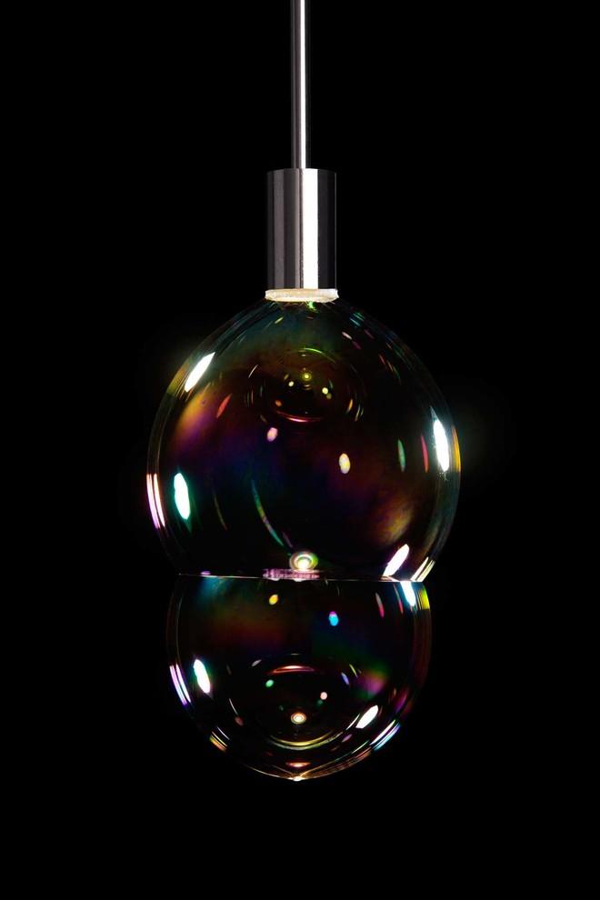 Прекрасная лампа Surface Tension от Front for Booo в форме мыльного пузыря
