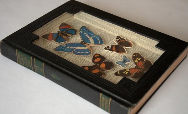 Бумажные и искусственные бабочки в футляре из книги