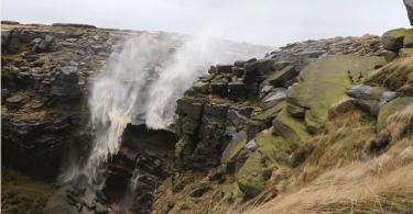 Кадры редкого явления – восходящего водопада