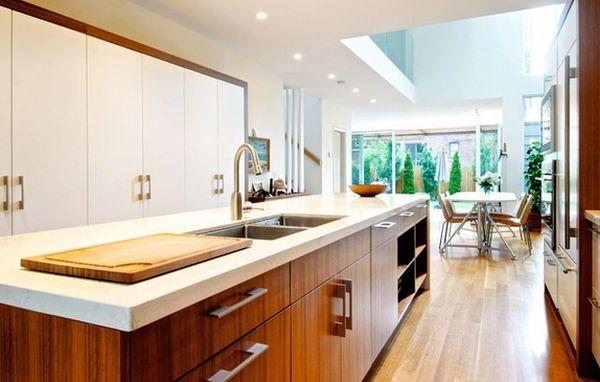 Белая столешница на кухне