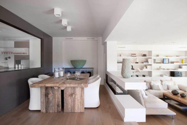 Белые стены и потолок в столовой