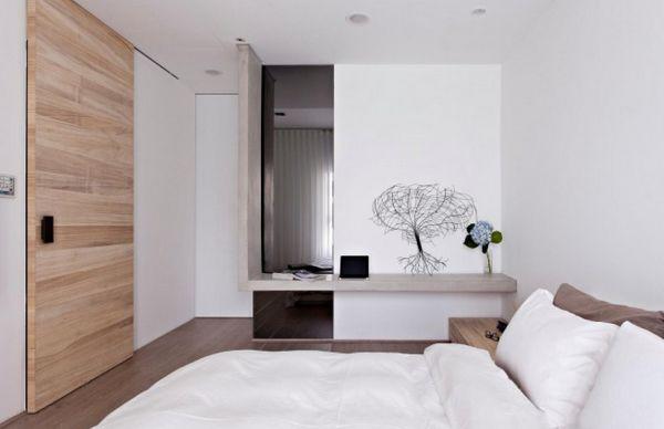 Потолок и стены белого цвета в спальне