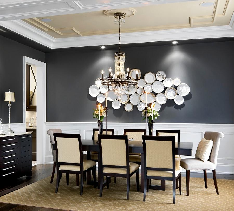 Тарелки на стене в столовой