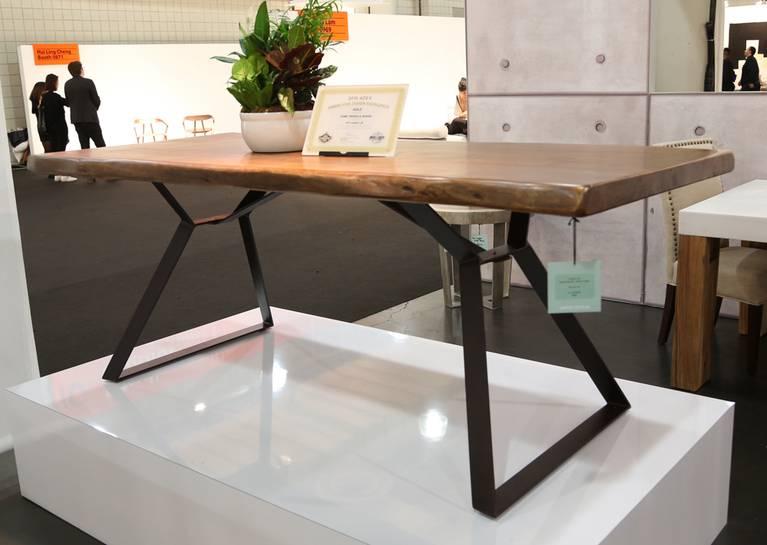 Устойчивый дизайн: стол с деревянной столешницей