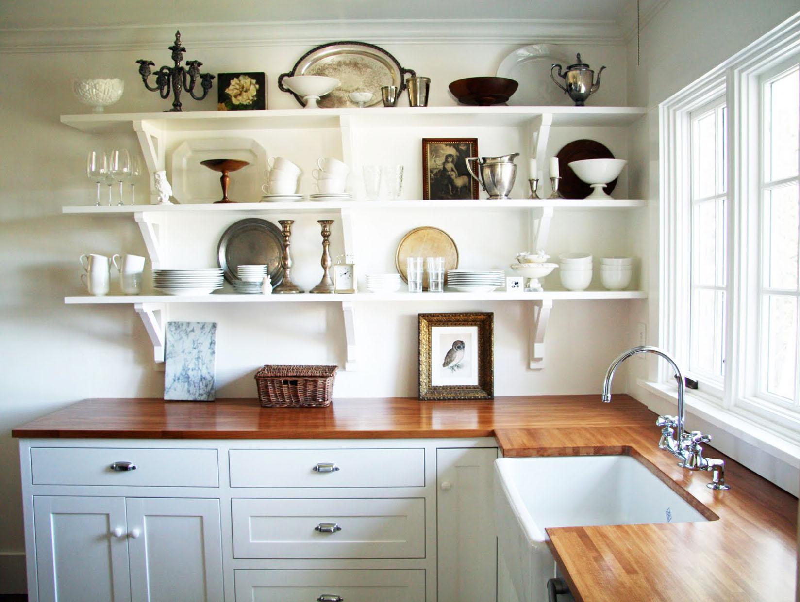 Полки над столешницей на кухне