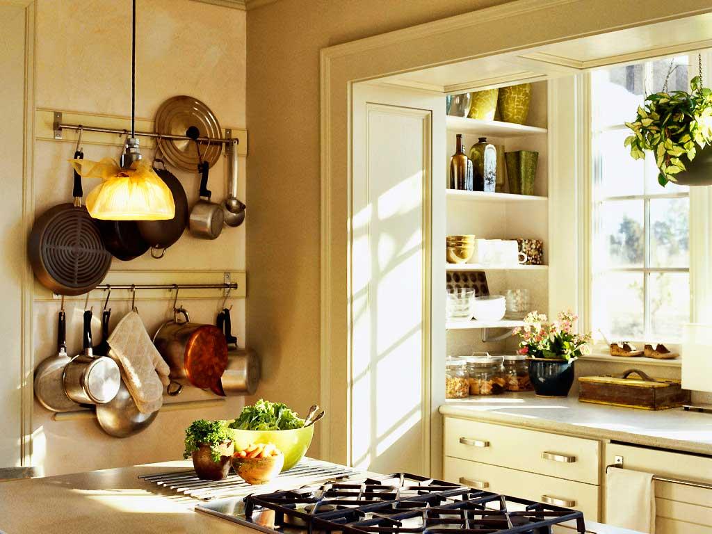 Кладовая за дверьми на кухне