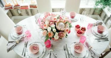 Сервировка в нежной розовой гамме