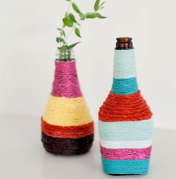 Вазы, обмотанные разноцветными нитками