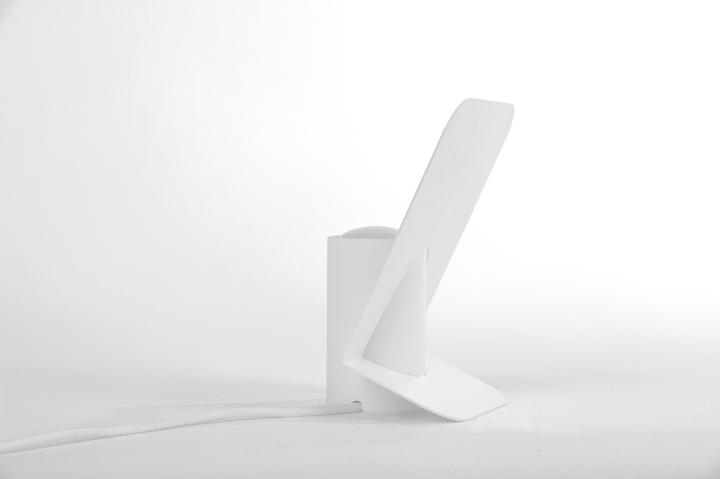Белая настольная лампа Vela от Mario Alessiani