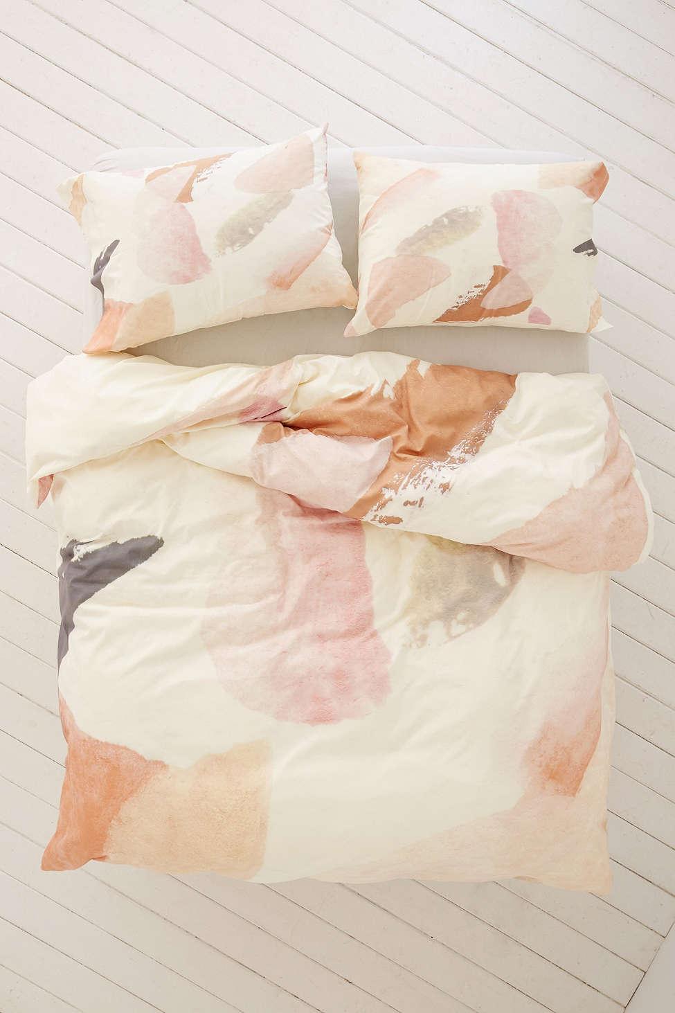 Абстрактный декор постельного белья от Джорджины Парашив и «DENY Designs»