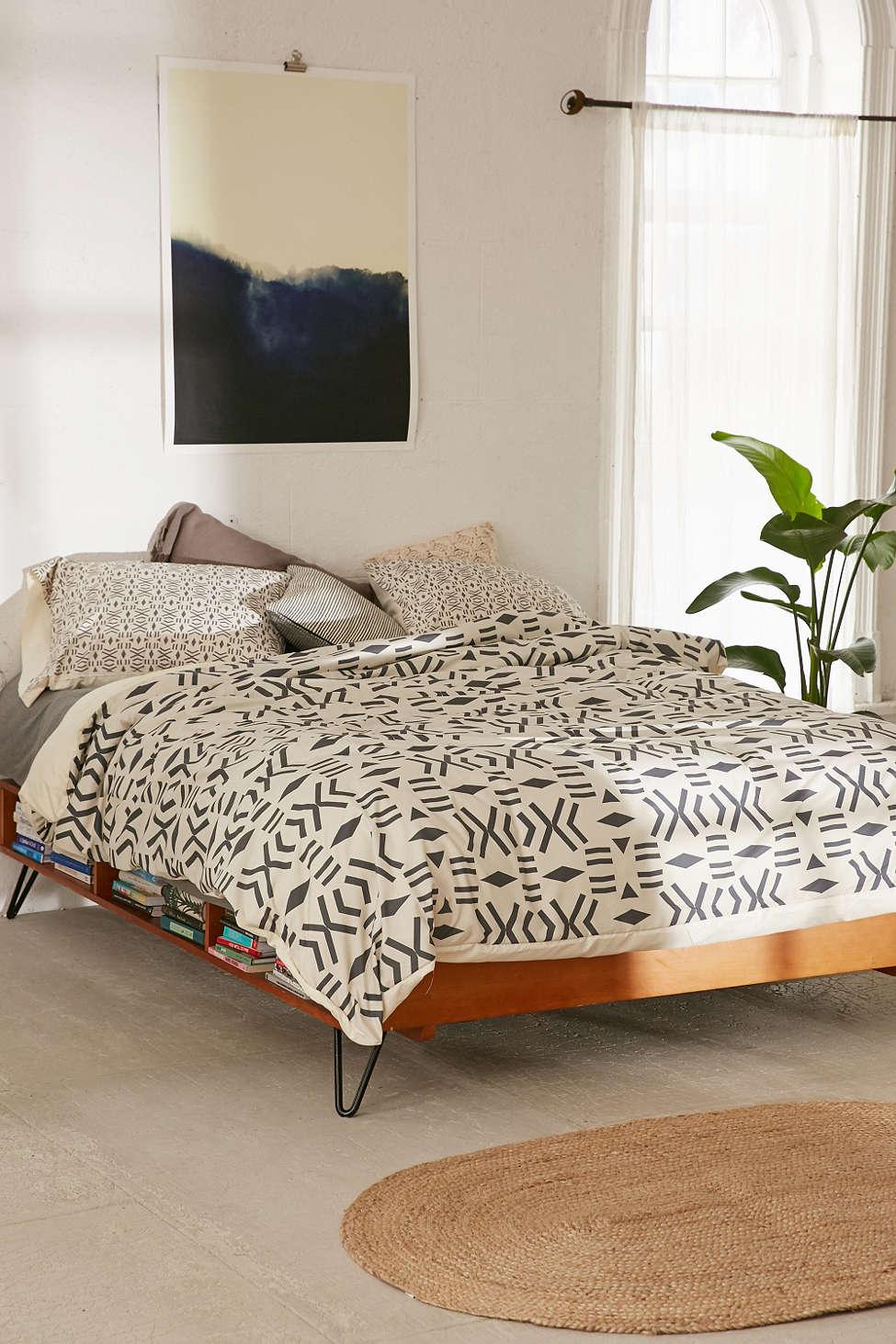 Абстрактный декор постельного белья от Urban Outfitters