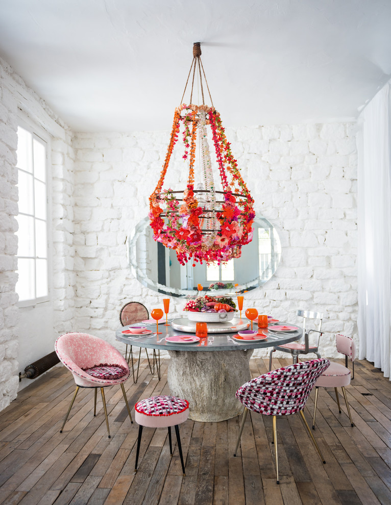 Оформление люстры яркими цветами своими руками в интерьере столовой