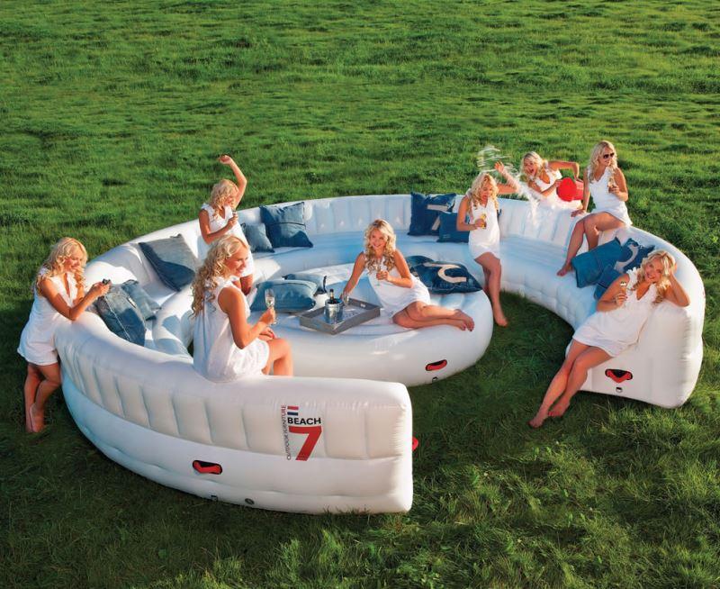 Виды необычных надувных диванов: диван для большой компании