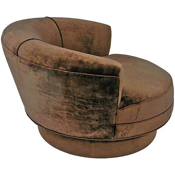 Коричневое вельветовое кресло