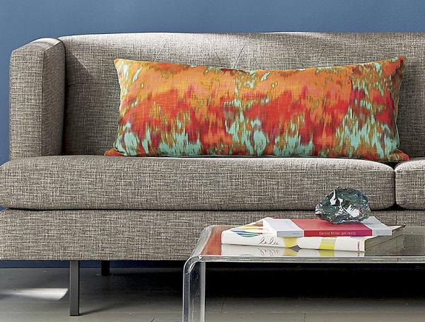 Оранжево-голубая подушка из ткани икат